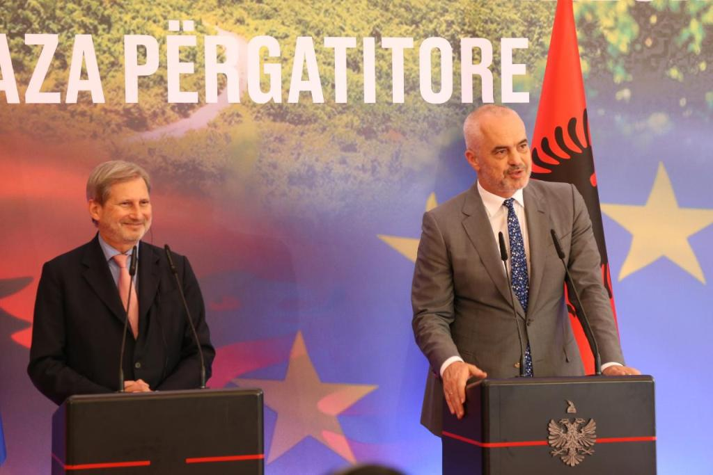 Hahn in Tirana: Reforms must continue