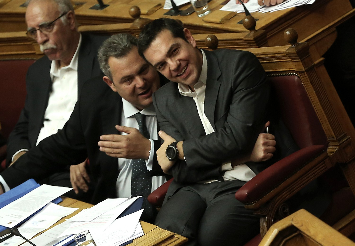 Tsipras keeps options open in testing time for coalition
