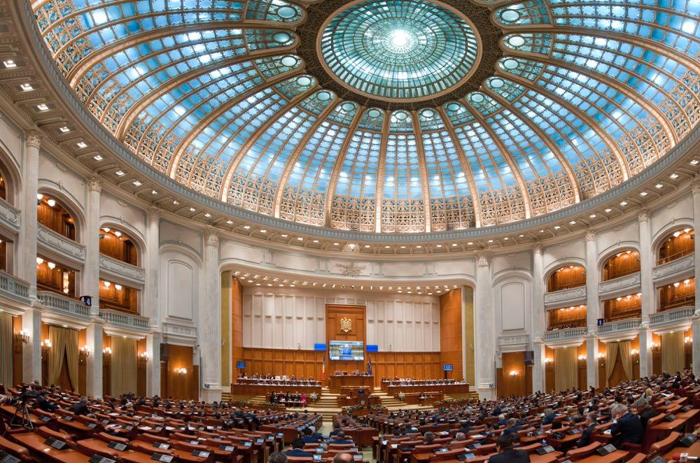 Romania adopts Criminal Code changes, the President calls them useless and toxic