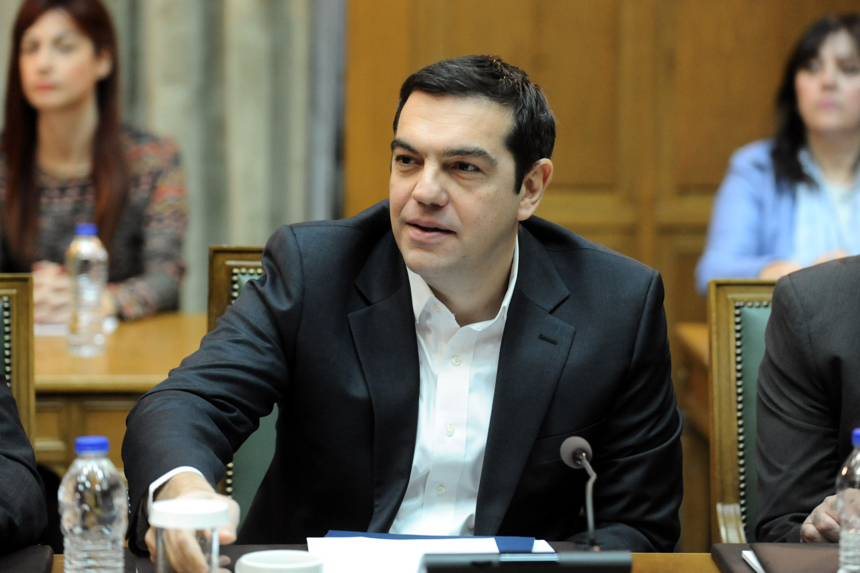 Tsipras presents post-bailout strategy in speech to cabinet