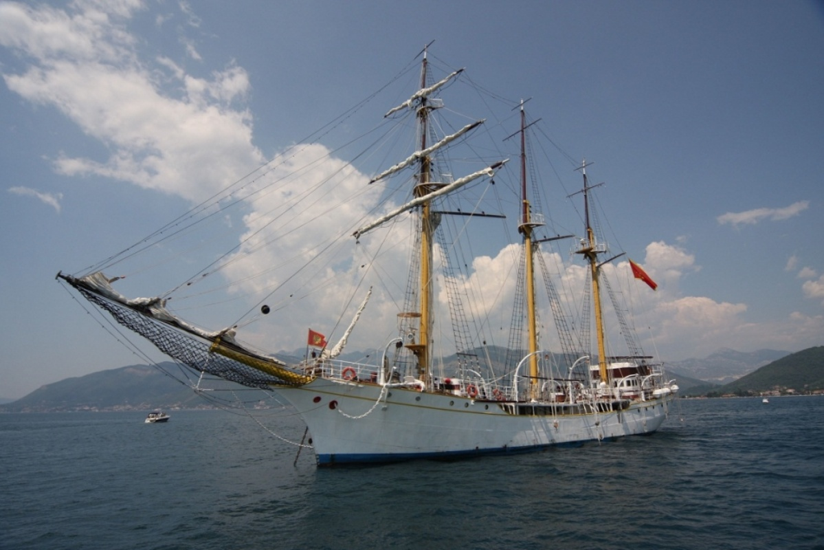 A long-lasting rivalry between Croatia and Montenegro around training ship 'Jadran'