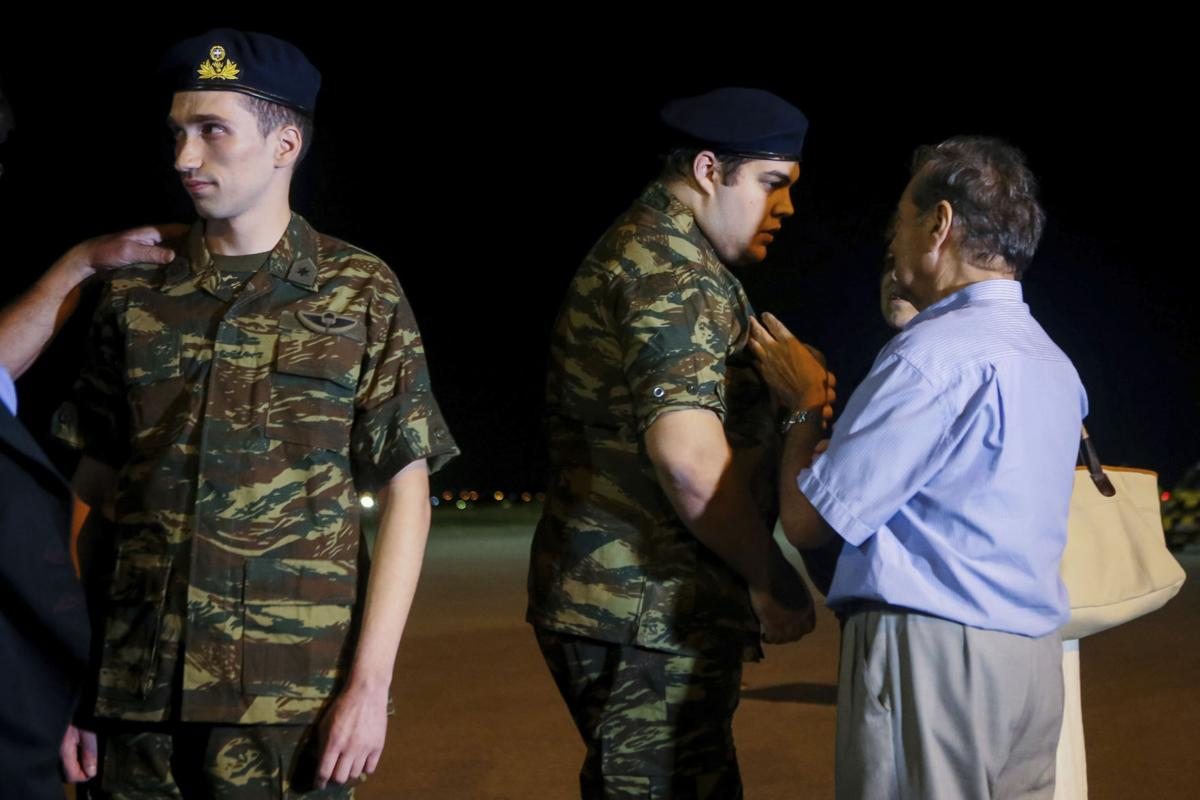 Two Greek servicemen who were released from Turkish jail, repatriated