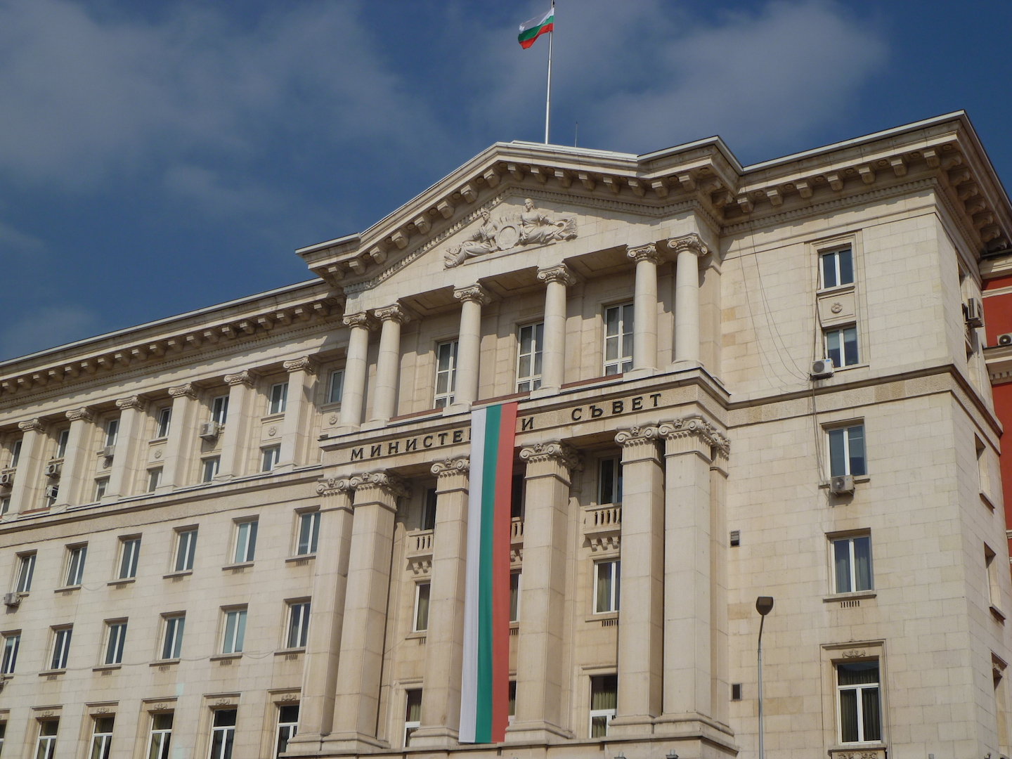 State Agency for Bulgarians Abroad writes to expats asking them to come home