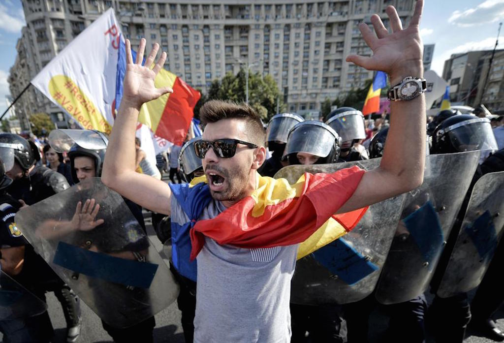 Thousands of Romanian expats participate in anti-government rally in Bucharest