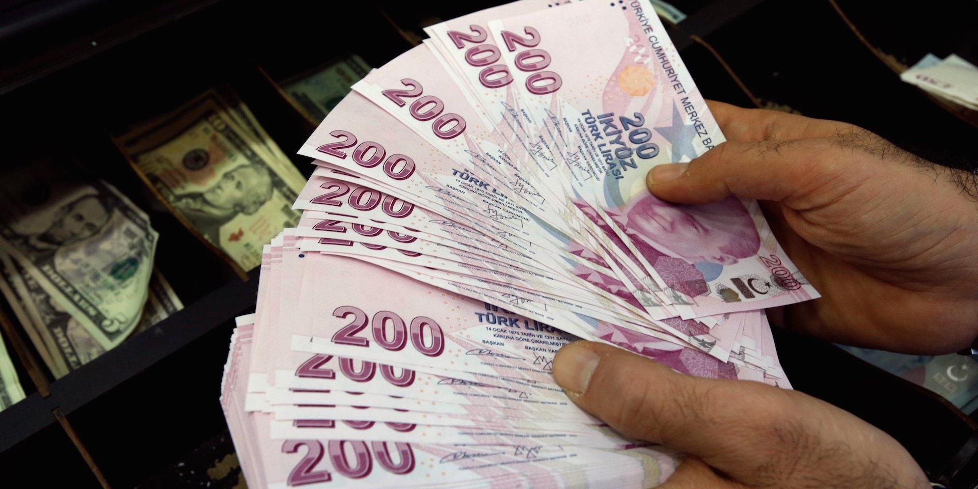 Η υποτίμηση της τουρκικής λίρας ξεπέρασε το 7% μέσα σε μία μέρα