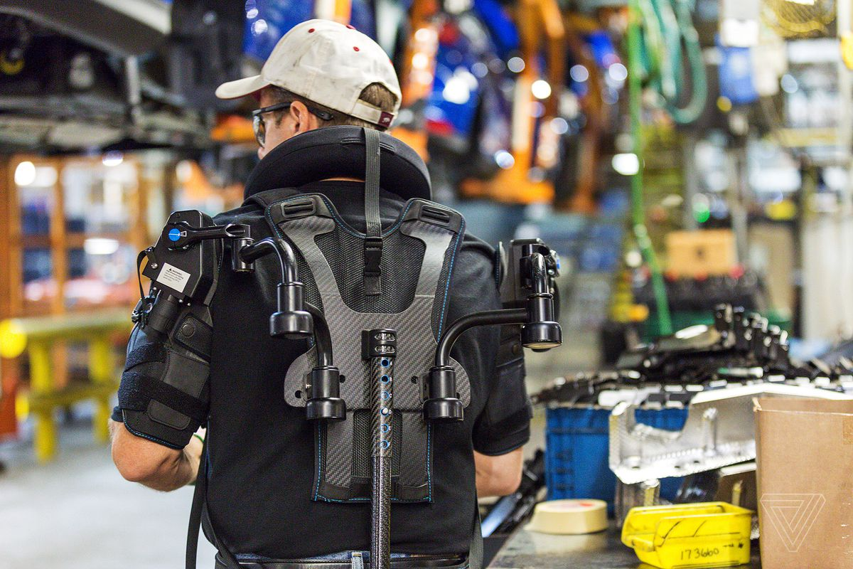 """Carmaker Ford brings""""exosuits"""" to its Romanian factory"""
