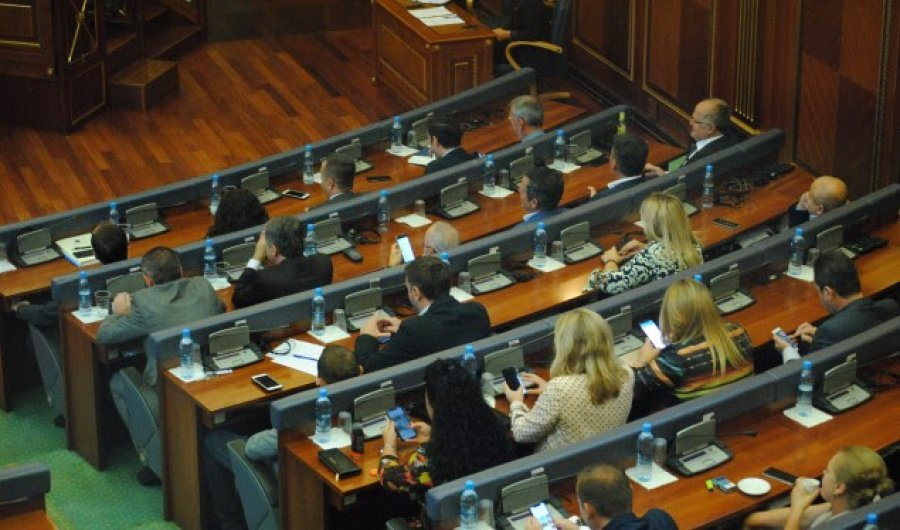 Kosovo: Opposition returns to parliament demanding fresh elections