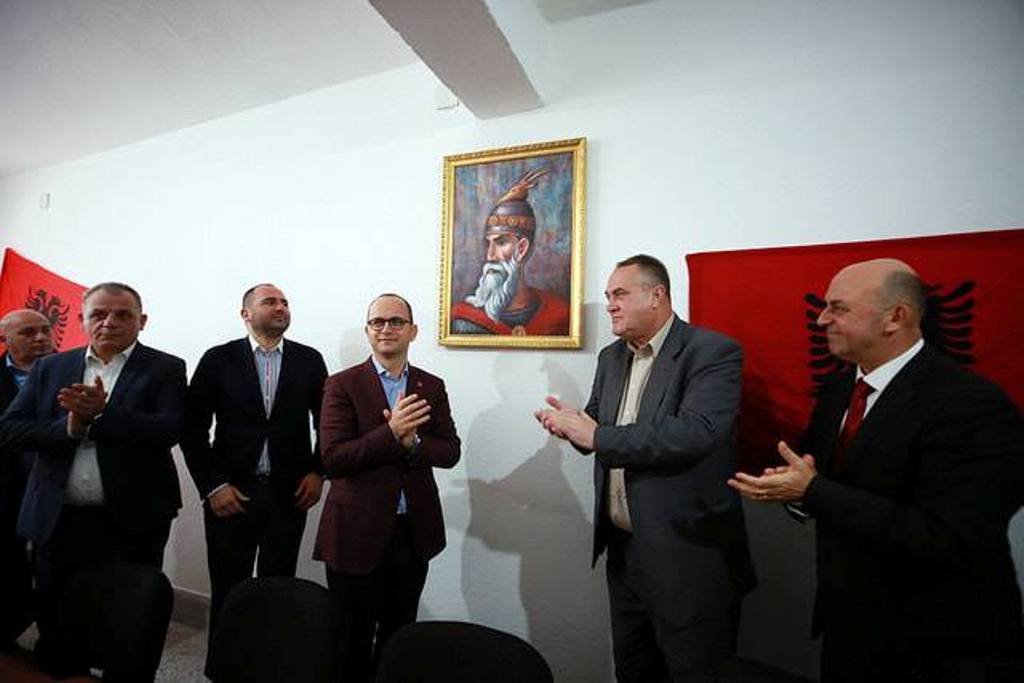 Foreign minister Bushati meets Albanians in Montenegro