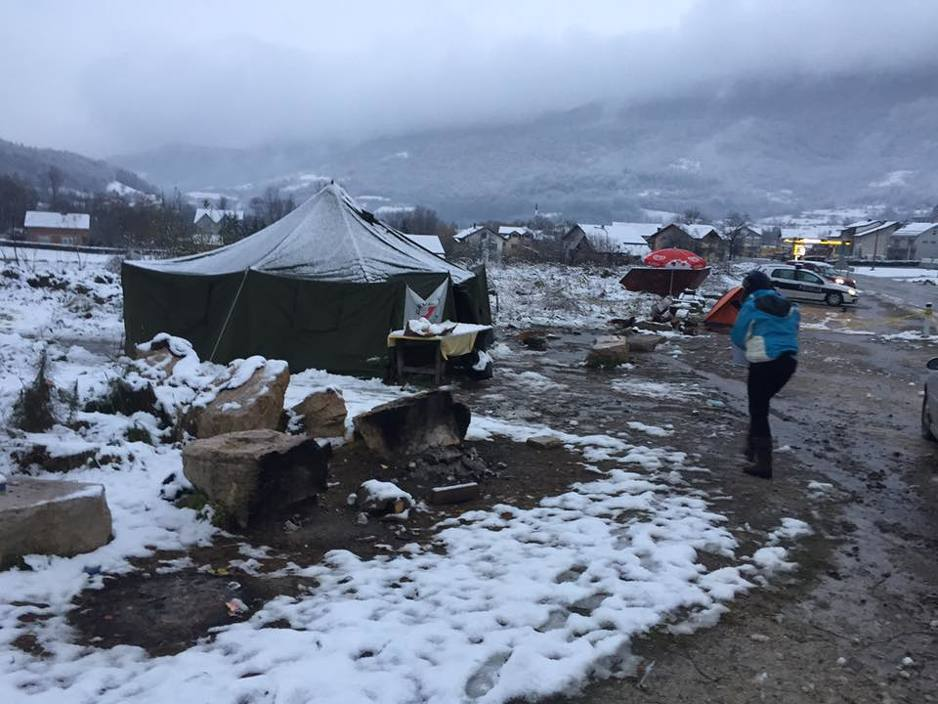 Migrants faced with Bosnian winter conditions