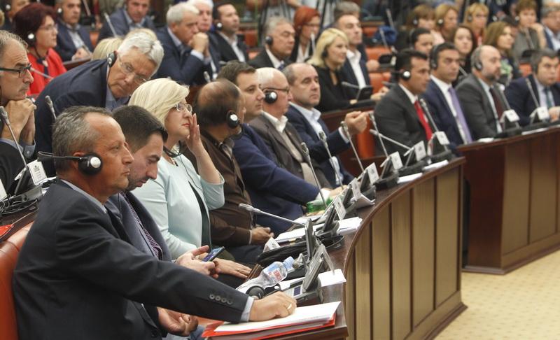 ΠΓΔΜ: Πέρασαν οι τροπολογίες για το Σύνταγμα από την κοινοβουλευτική επιτροπή