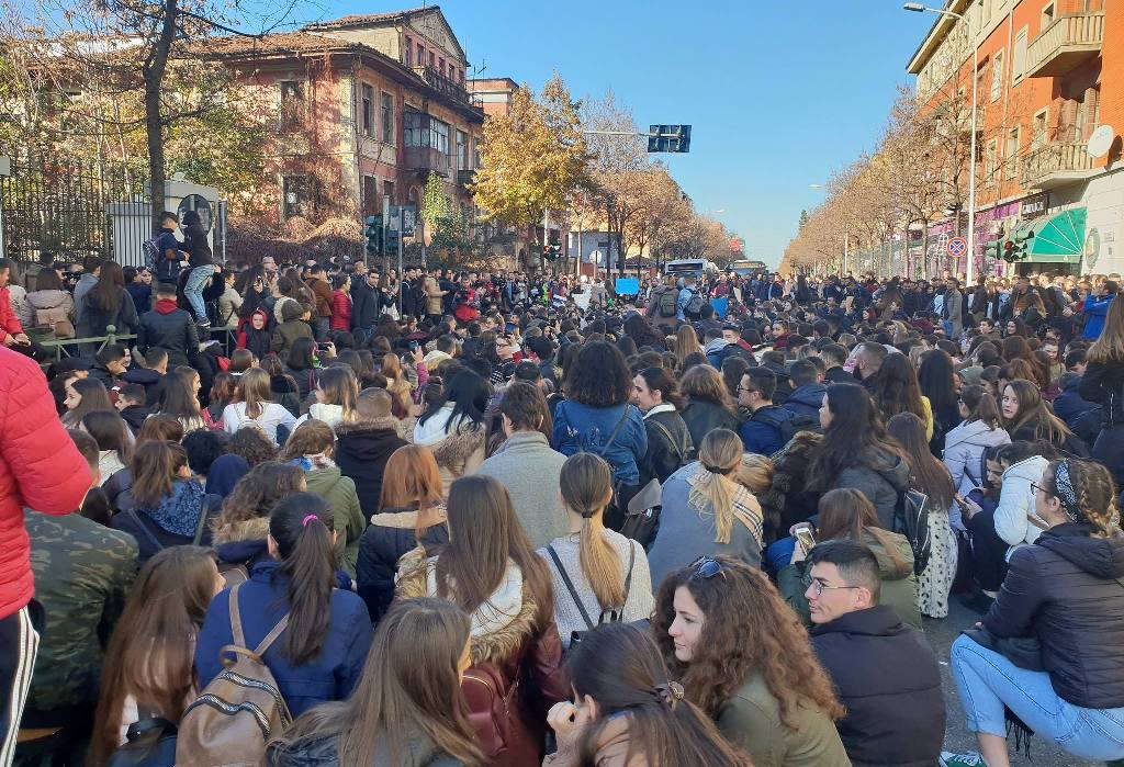 Albania: Students' protest, president doesn't sign the budget