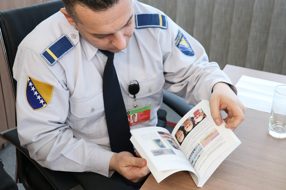 Border Police officers learn new technologies on misuse of protected documents