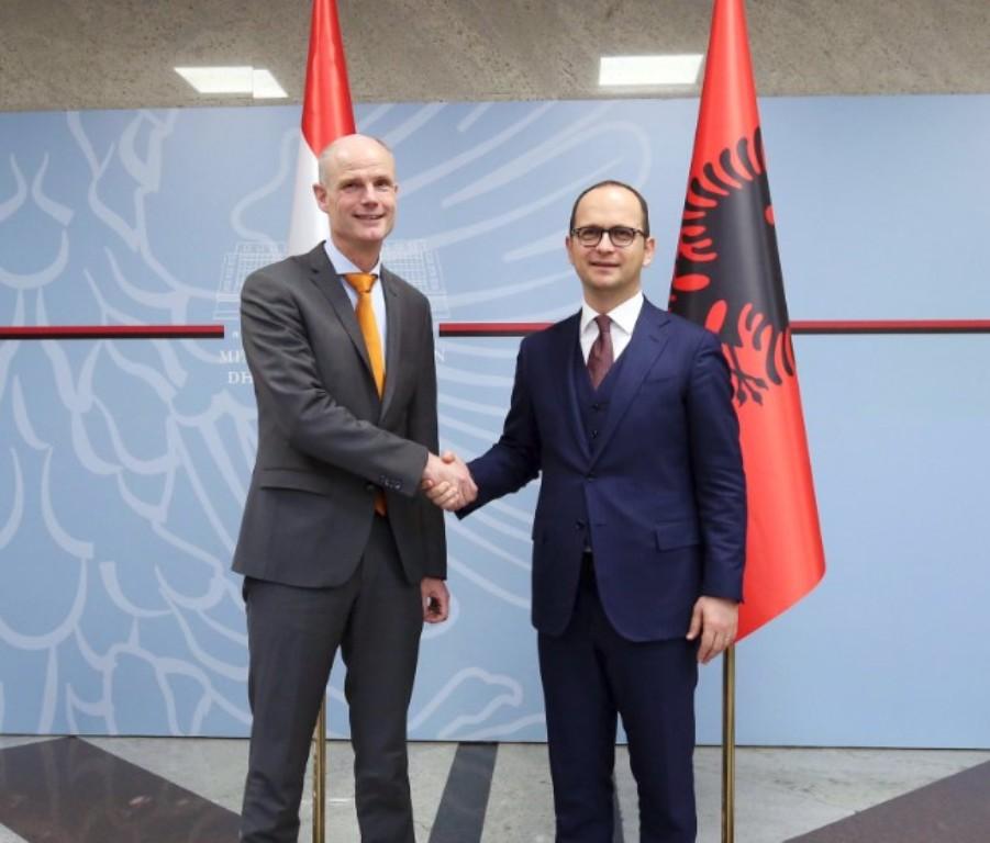 Η Ολλανδία υποστηρίζει την ενσωμάτωση της Αλβανίας στην ΕΕ