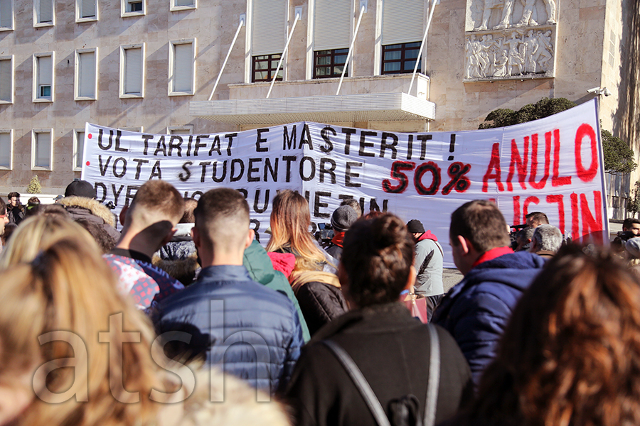 Students in Albania resume their protest