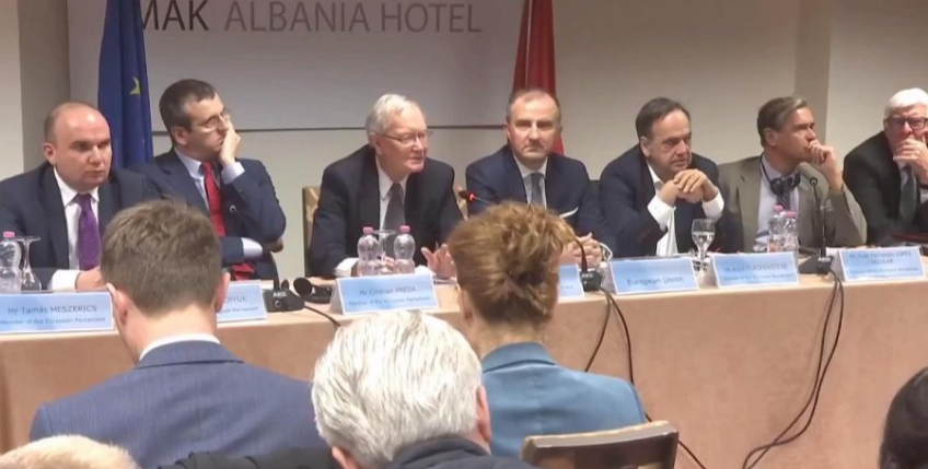 Political crisis in Albania, EP delegation arrives in the country