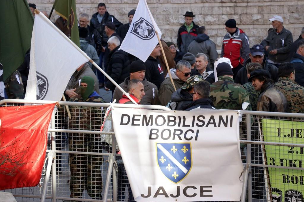 Protest  veterana Armije Republike Bosne i Hercegovine u Sarajevu