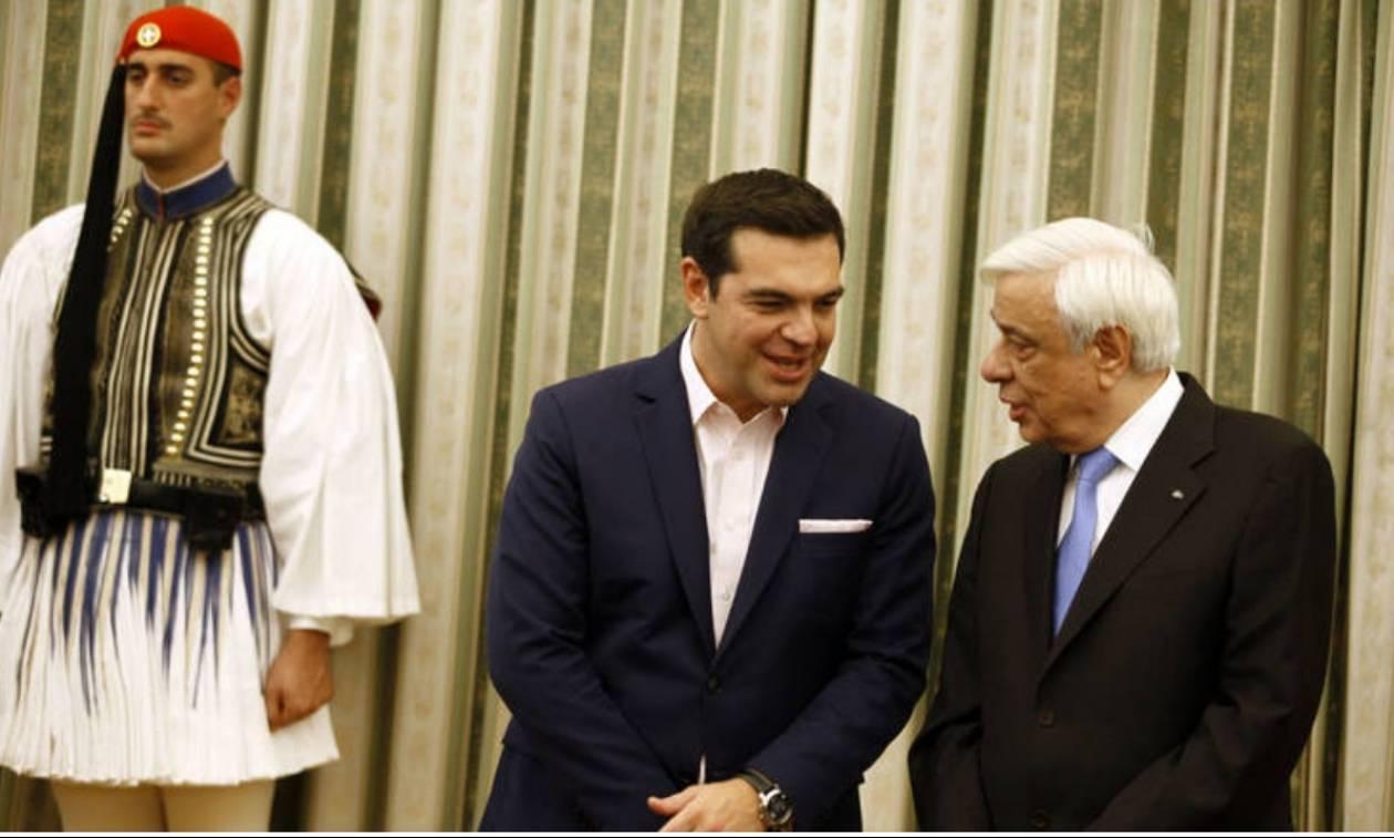 Ορκίζονται οι νέοι υπουργοί στην Αθήνα εν μέσω κριτικής