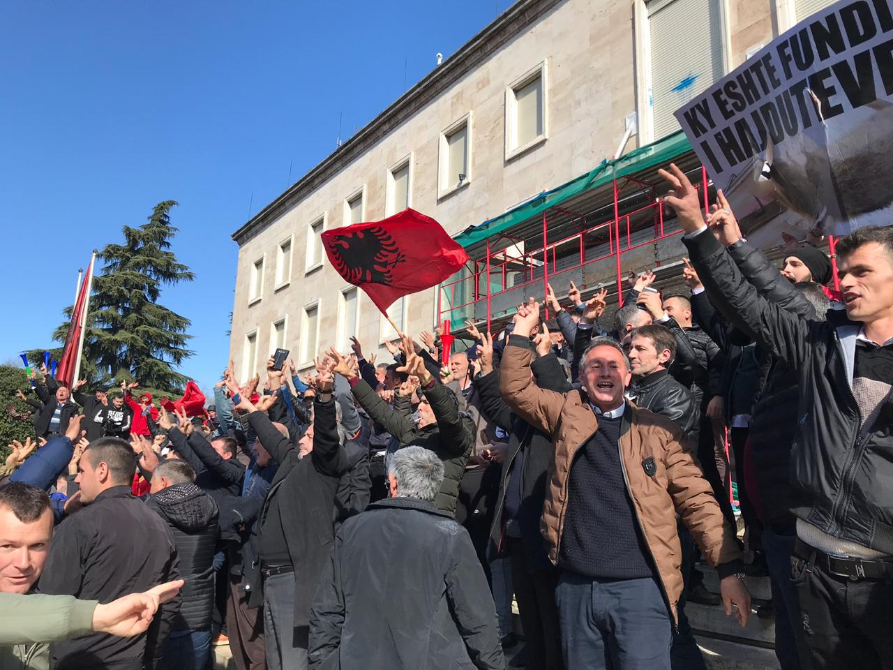IBNA SPECIAL REPORT/ Opposition's protest in Tirana, violence and police reaction