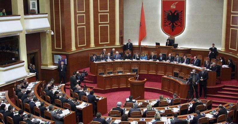 H αλβανική Βουλή κύρωσε το πρωτόκολλο προσχώρησης της Βόρειας Μακεδονίας στο ΝΑΤΟ