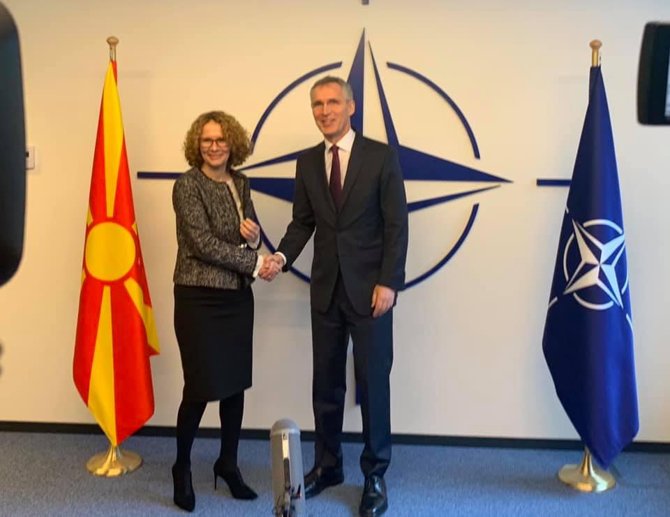 Maqedonia e Veriut ulet në tryezën e NATO-s