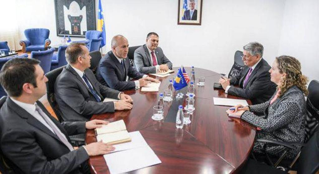 Kosovo's PM meets US ambassador to discuss about the economy and security