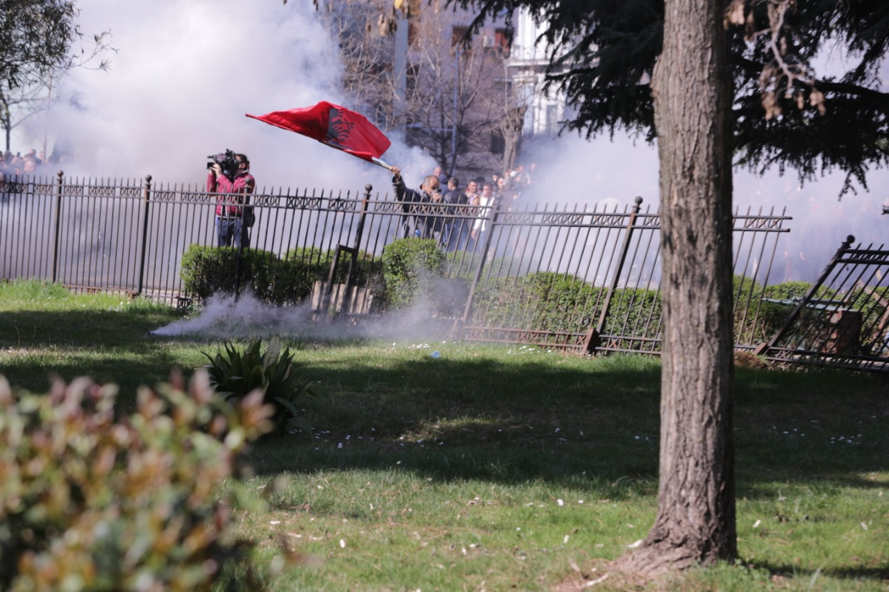 Demonstration in Tirana, opposition's scenario, violent and peaceful?