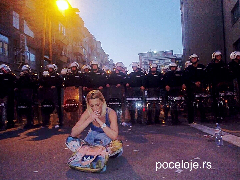 Protests in Belgrade escalate, EU appeals on non-violence