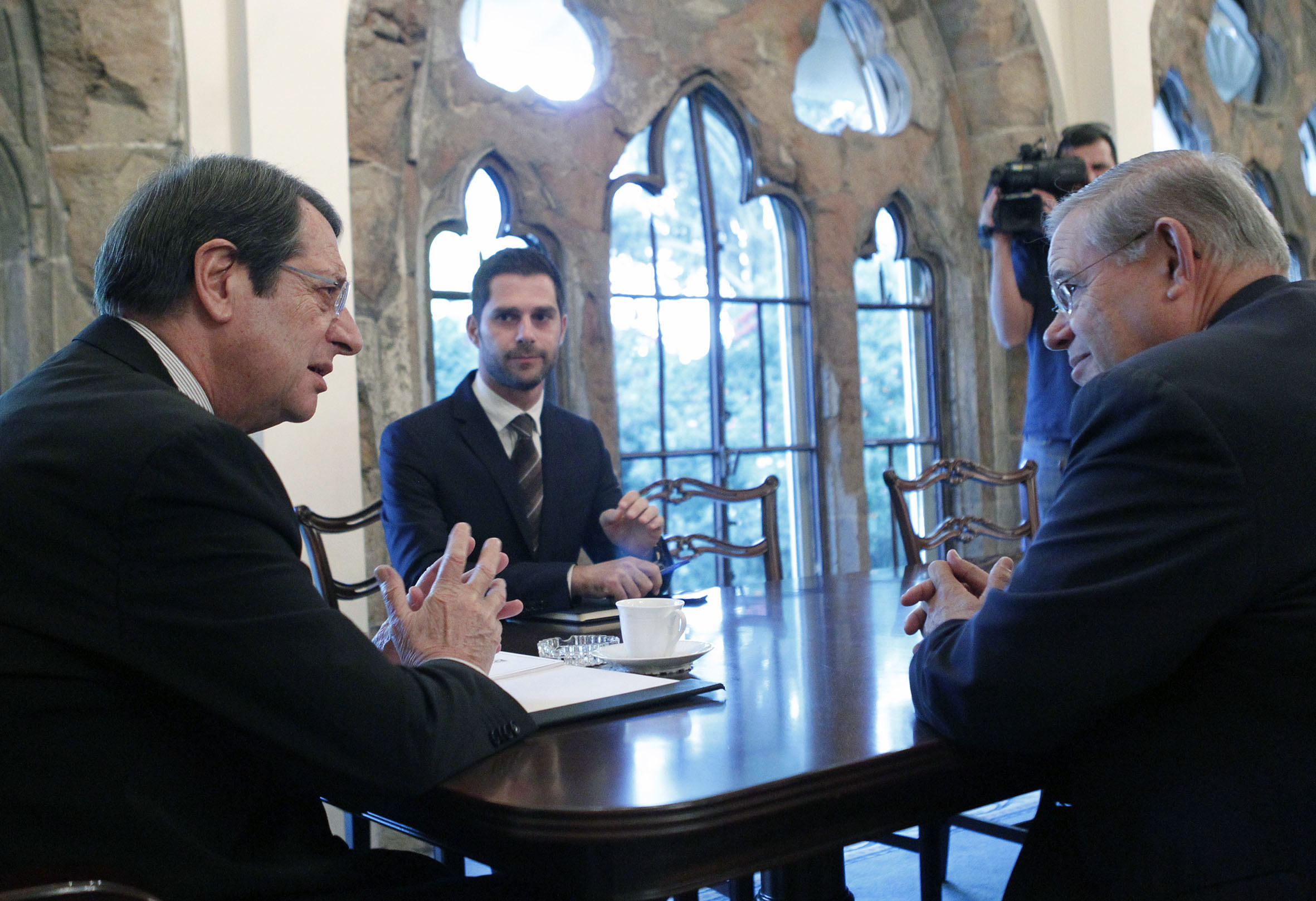 Step-by-step lifting of the arms embargo on Cyprus