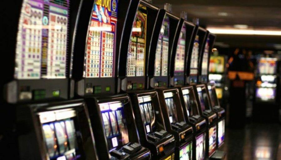 Kosovo outlaws gambling
