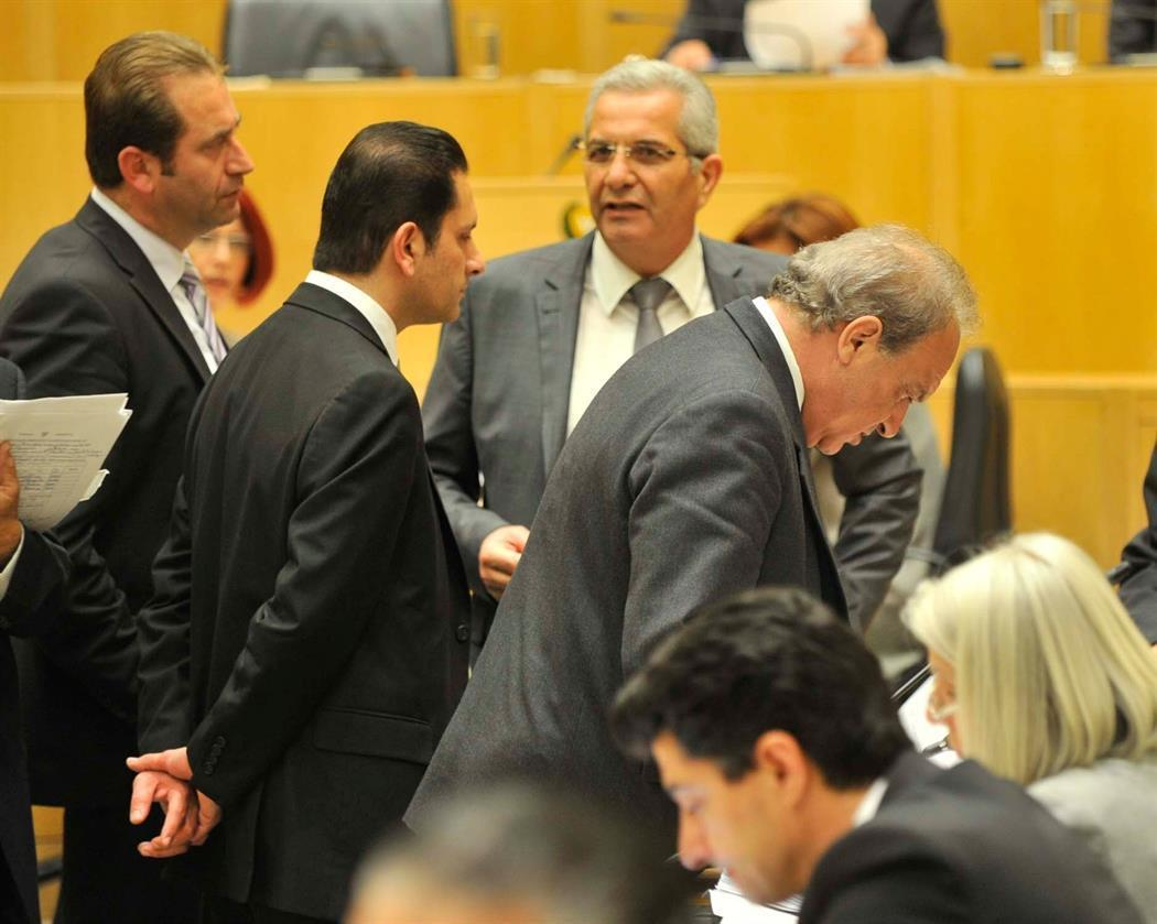 Opposition in Cyprus insist on the resignation of the Minister of Finance for the Co-op case