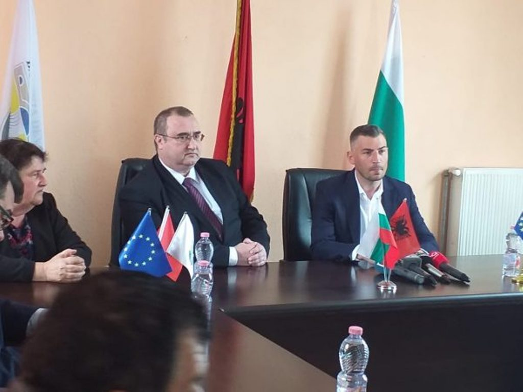 Bulgarian ambassador to Tirana comments the political crisis in the country