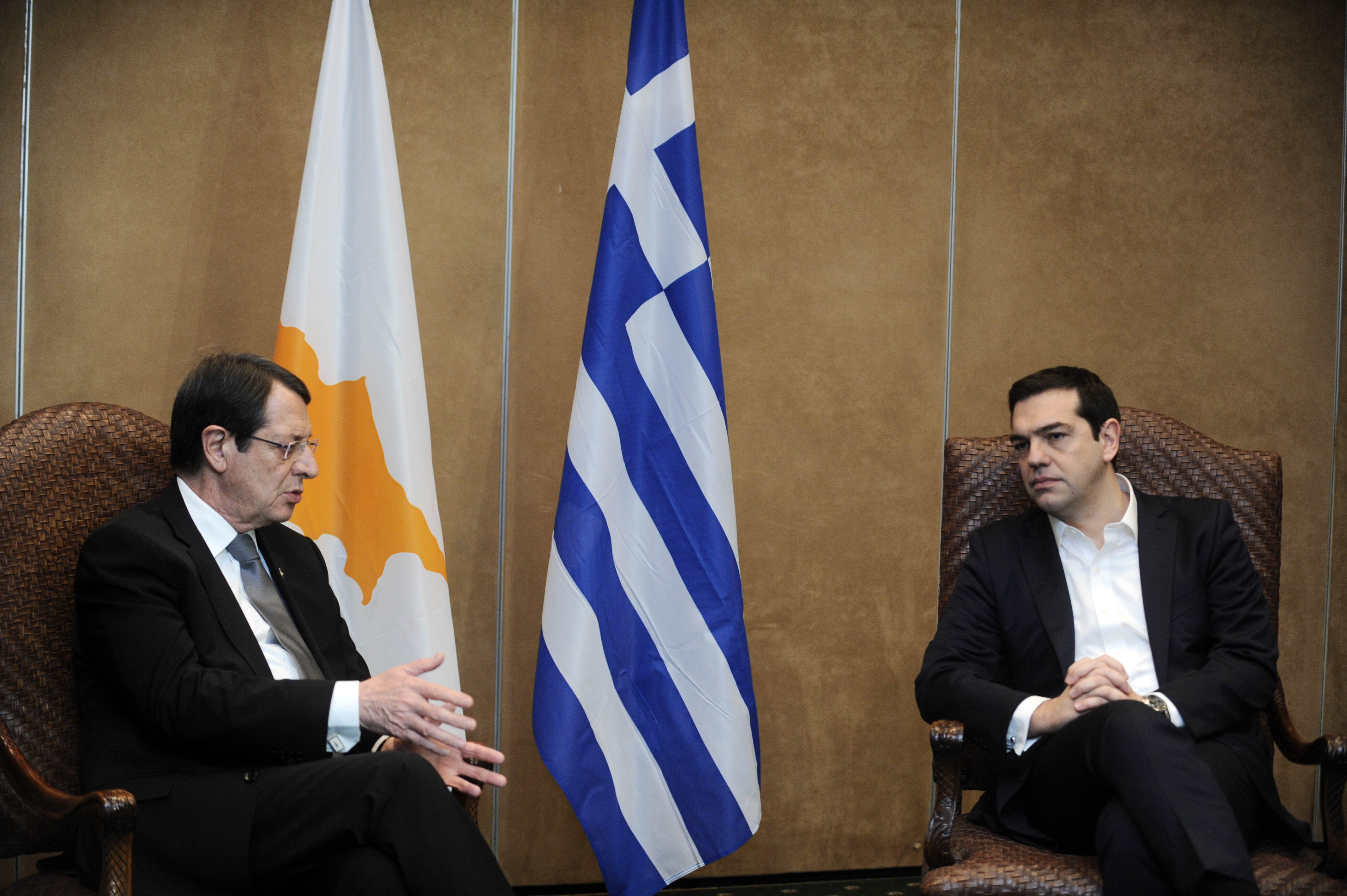 Anastasiades-Tsipras speak on the phone following the meeting of the KYSEA