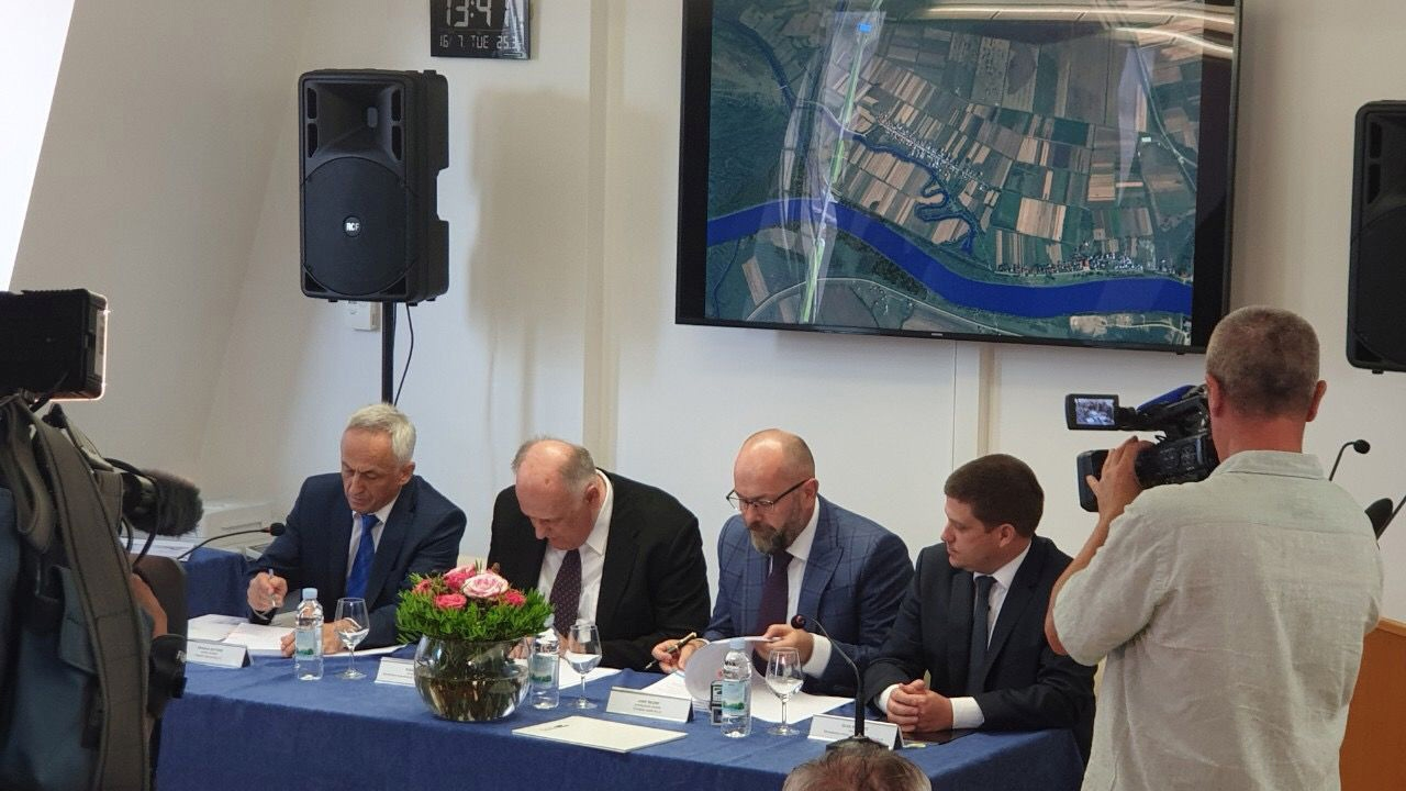 BiH, Croatia sign contract for the construction of the bridge over the River Sava