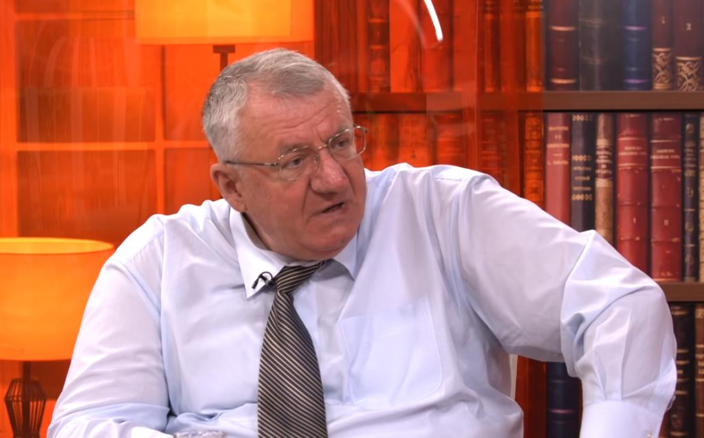 Vojislav Seselj, MP and war criminal, threatens Serbian journalist