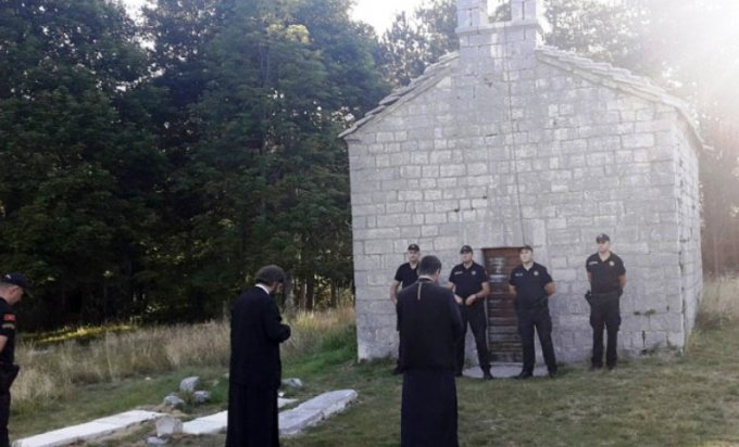 Police prevented Serb Orthodox Church priests from entering a temple
