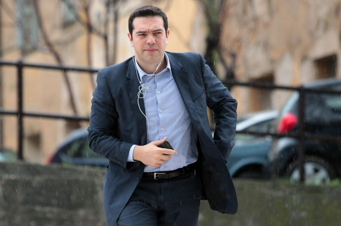 Tsipras calls on youth to help transform SYRIZA party