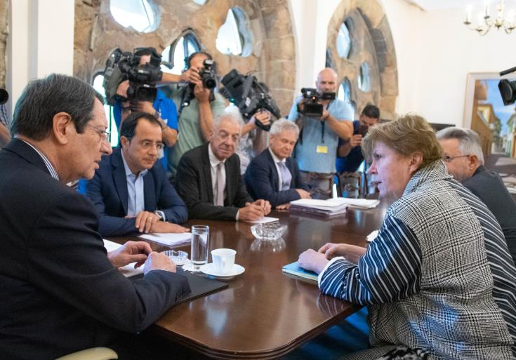 Lute stays in Cyprus, intensive efforts are made for the terms of reference to be concluded