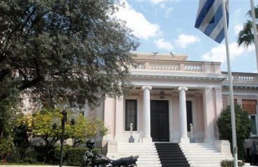 The acceleration of the exploitation of public property was discussed in Maximοs Mansion