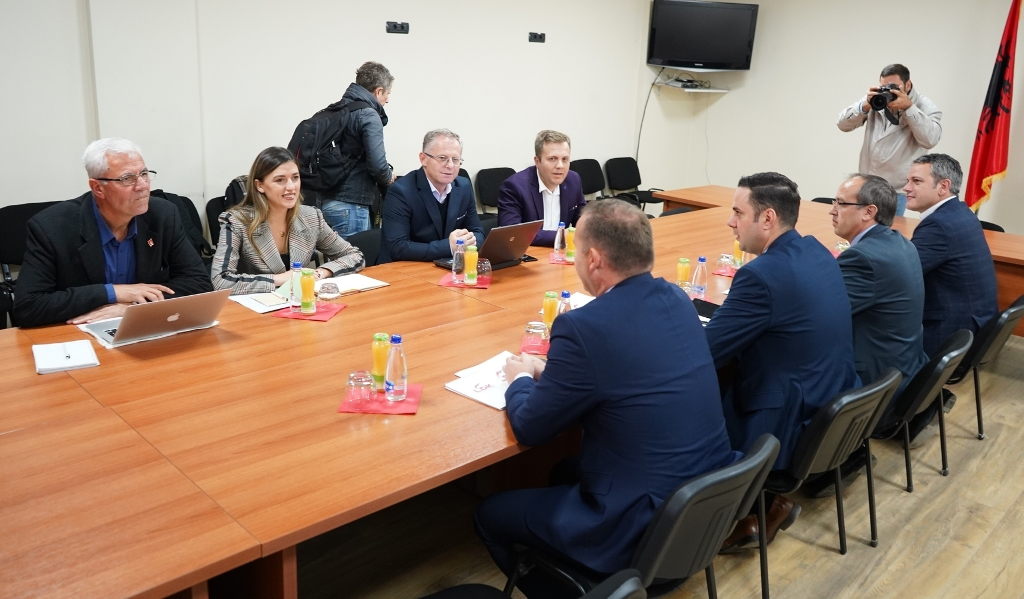 Vetevendosje and LDK discuss creation of National Bureau of Investigations