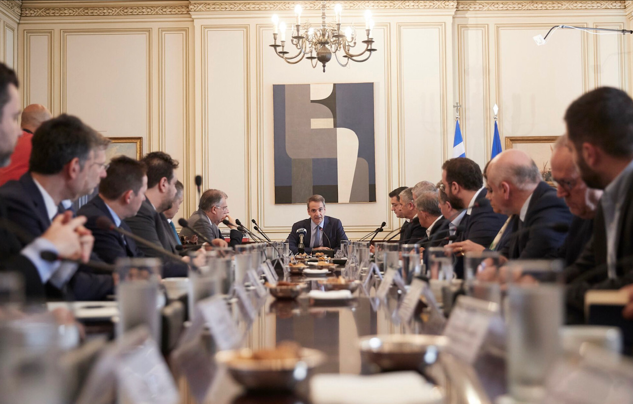Mitsotakis met with the 13 Regional Governors