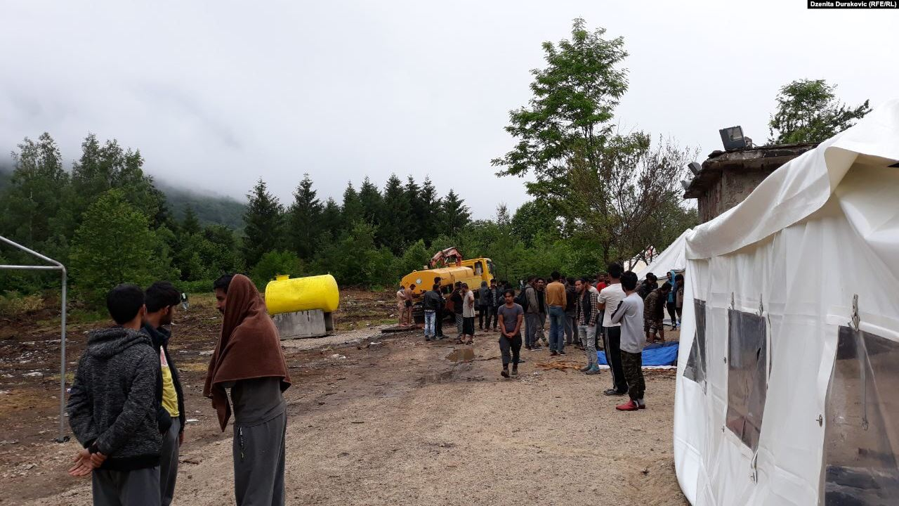 Vučijak migration camp closed down, migrants moved near Sarajevo