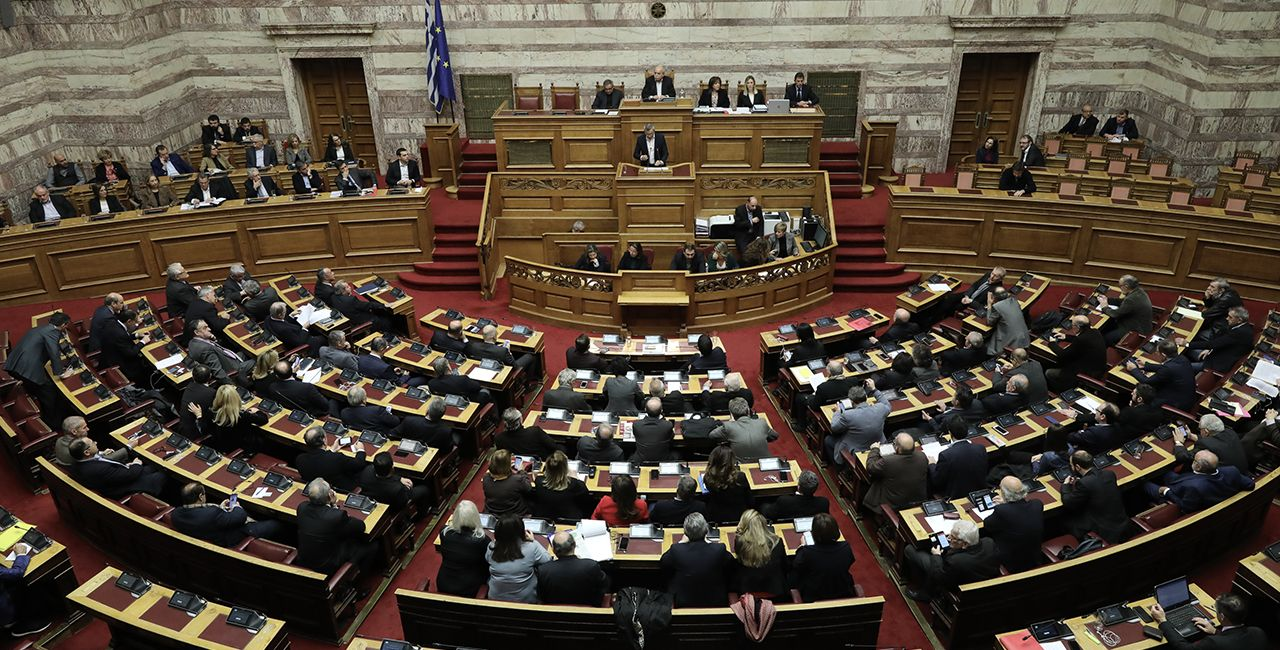 """Historic"" parliament majority approves voting rights for Greeks abroad"