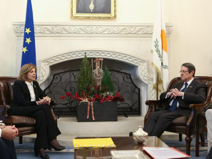 Anastasiades met with EU Commissioner for Health and Food Safety