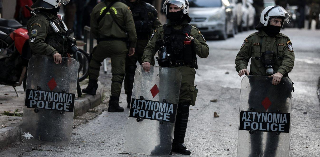 Athens: Another day, another case of police arbitration – Tear gas thrown at a Christmas Market