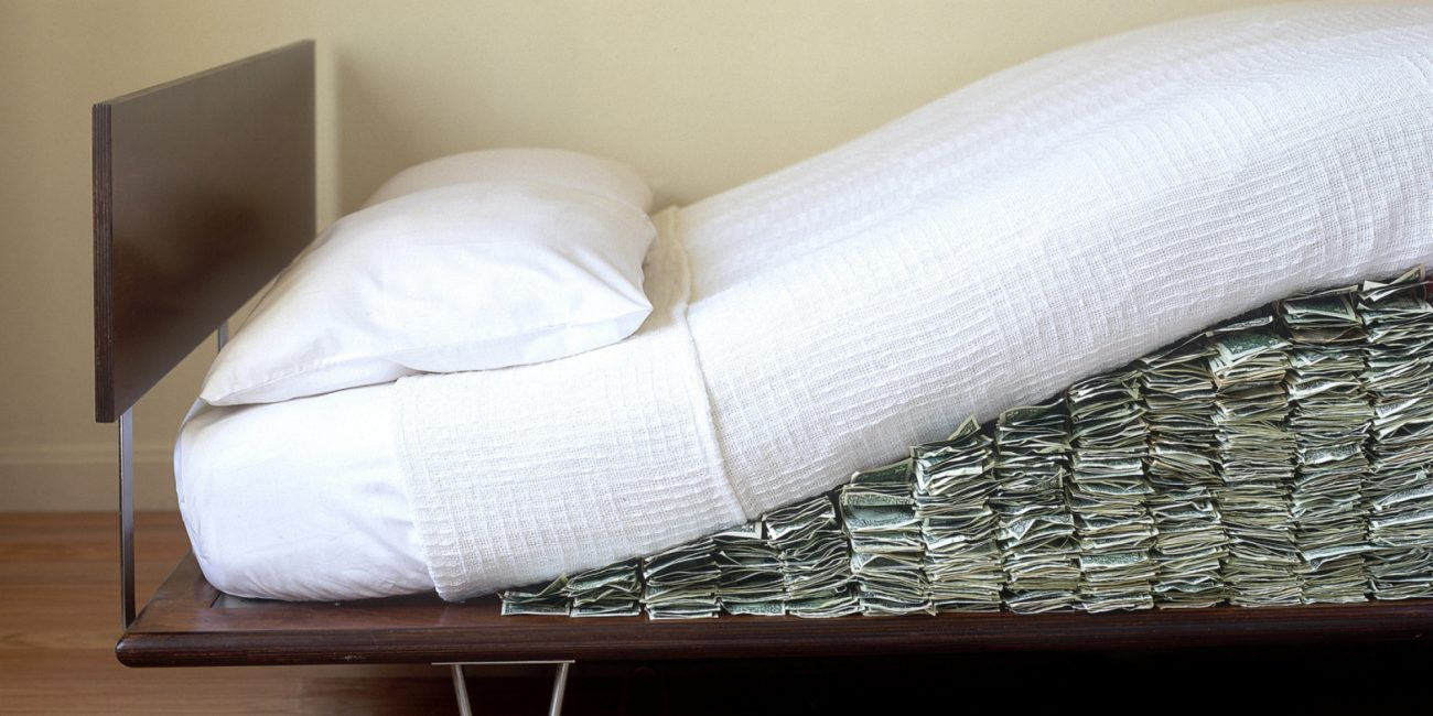 "Money stashed… ""under the mattress"" returns to the banks"
