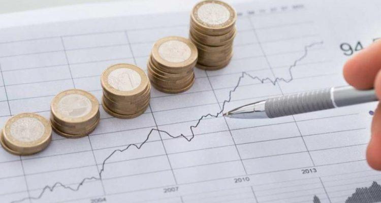 Greek economy shows negative signs