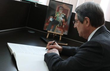 President Anastasiades signed the book of condolences for the passing away of the Sultan of Oman