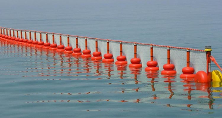 Conflict, questions and accusations regarding the floating barrier