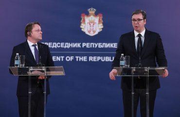 Serbia: Vucic meets Várhelyi