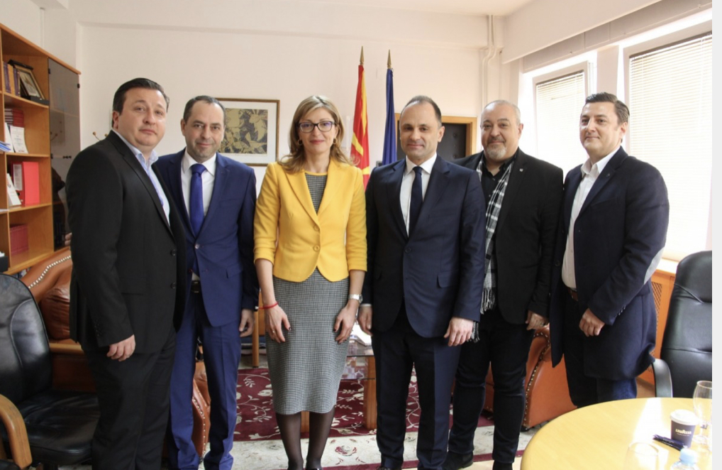 Bulgaria: Zaharieva donated medical equipment to North Macedonia